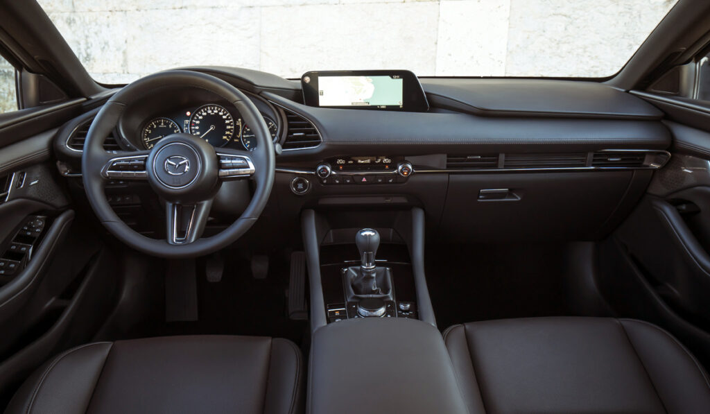 mazda 3 int 1024x597 - Новая Mazda 3: комплектации и цены в России