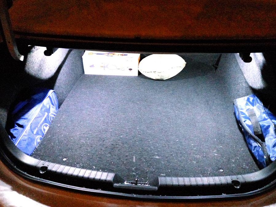 Свет в багажнике.
